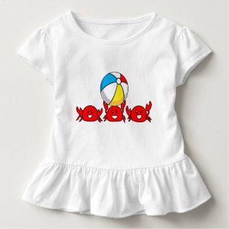 Glückliche rote Krabben mit Wasserball Kleinkind T-shirt