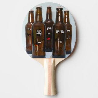 Glückliches Bierflasche-Klingeln Pong Paddel Tischtennis Schläger