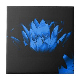 Glühende blaue Lotusblumenkunst-Fliese Keramikfliese