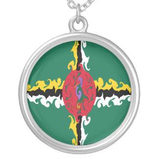 Gnarly Flagge Dominicas Halskette Mit Rundem Anhänger