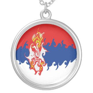 Gnarly Flagge Serbiens Halskette Mit Rundem Anhänger