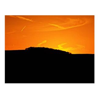 Goldener Sonnenuntergang über Hügel in Buxton, Postkarte