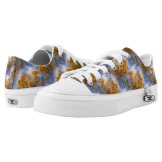 Goldenes Blätter-blauer Himmel-Natur-Muster Niedrig-geschnittene Sneaker