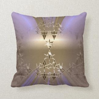 Goldvioletter lila Taupe hat Throwkissen in der Kissen