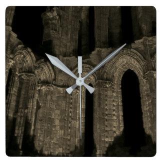 Gotische Bögen Whitby Abtei alter antiker Sepia Quadratische Wanduhr