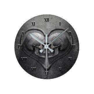 Gotische Schädel-Herz-Wanduhr Runde Wanduhr