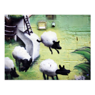 Graffiti-/Straßen-Kunst-Schaf-Springen Postkarte