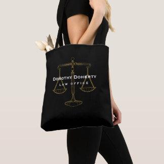 Grafische goldene Skalen des Rechtsanwalts der
