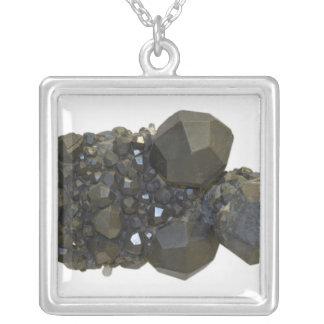 Granat in der natürlichen Form Versilberte Kette