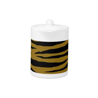 Graubraune Tiger Handhabung am Boden