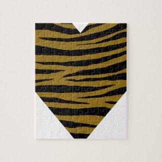 Graubraune Tiger Handhabung am Boden Puzzle