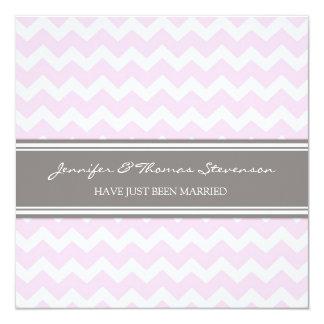 Graue rosa Zickzack gerade verheiratete Mitteilung Quadratische 13,3 Cm Einladungskarte