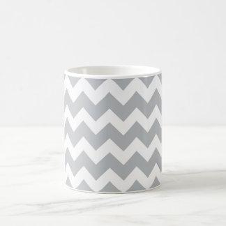 Grauer und weißer Zickzack Streifen Tasse