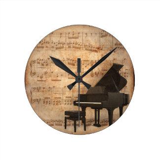 Großartiges Klavier mit Musiknoten Wanduhr