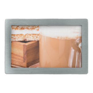 Große Tasse heißer Kakao mit Schaum Rechteckige Gürtelschnallen