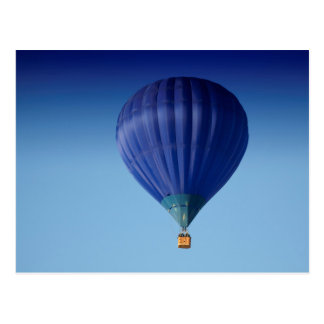 Großer blauer Heißluft-Ballon Postkarte