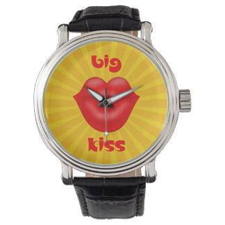Großer Kuss goldene Solarder strahlen rote Lippen Armbanduhr