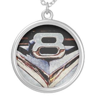 Großes Block-Emblem SchmutzV8 Halskette Mit Rundem Anhänger