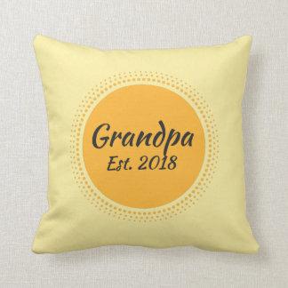Großvater Est. 2018 gelbes Sun grafisches Kissen