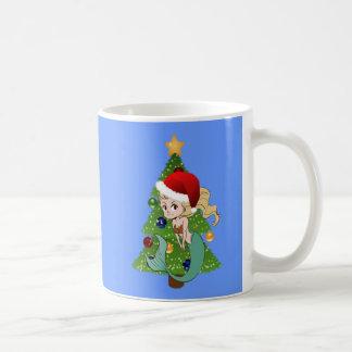Grüne Meerjungfrau im Weihnachtsmannmütze-und Tasse