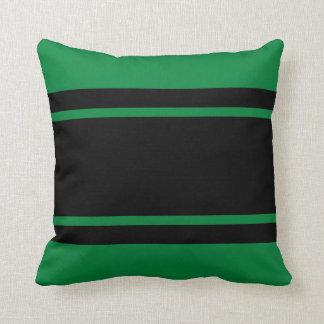 Grüne schwarzes Rennen-Streifen addieren Kissen