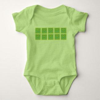 Grüne u. gelbe Herz-Reihen Baby Strampler