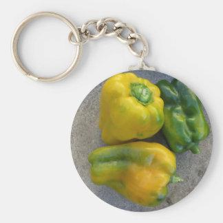 Grüne und gelbe Paprikaschoten Schlüsselanhänger