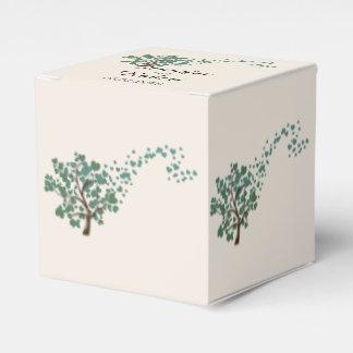 Grüner Herz-Baum auf Elfenbein-Gastgeschenk Geschenkschachtel