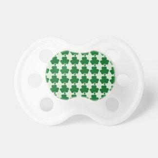 Grünes Kleeblatt-Muster Schnuller