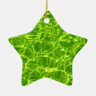 Grünes Neonwasser kopiert Hintergrund-leeres Keramik Stern-Ornament