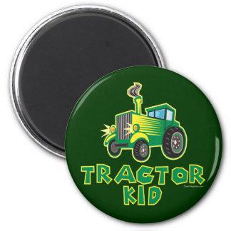 Grünes Traktor-Kind Runder Magnet 5,7 Cm