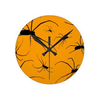 Gruselige Spinnen Runde Wanduhr