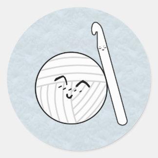 Häkelarbeit-Haken-u. Garn-Cartoon ♥ Handwerk Runder Aufkleber