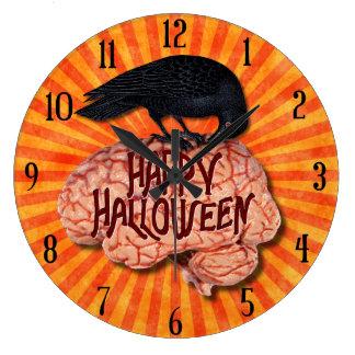 Halloween - gruseliger Rabe auf Gehirn Große Wanduhr