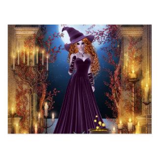 Halloween-Hexe durch Kerzenlicht Postkarte