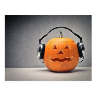 Halloween-Kürbis mit Kopfhörern für Musik Postkarte