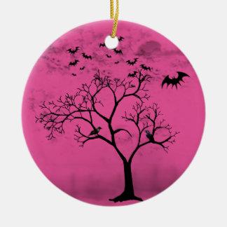 Halloweenschläger und -krähen im beängstigenden keramik ornament