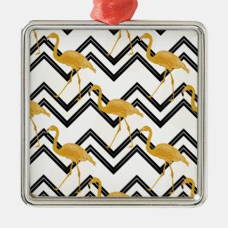 Hand drawn gold Flamingo with chevron background Quadratisches Silberfarbenes Ornament