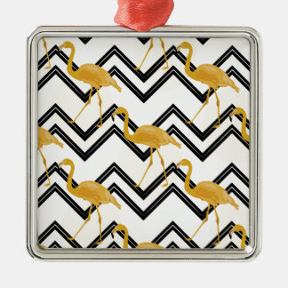Hand drawn gold Flamingo with chevron background Silbernes Ornament