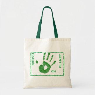 Hände auf Planet Tasche