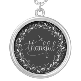"Handlettered Tafel ""ist dankbare"" Halskette"