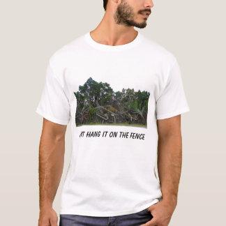 Hängen Sie es einfach auf dem Zaun T-Shirt