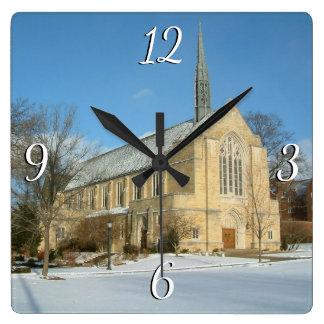 Harbison Kapelle im Winter an der Quadratische Wanduhr