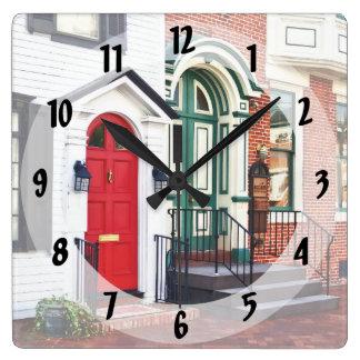 Harrisburg PA - Zwei Türen Quadratische Wanduhr