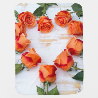 heart of roses on wood babydecke