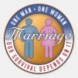 """Heirat """"ein Mann… Eine Frauen-"""" Aufkleber"""