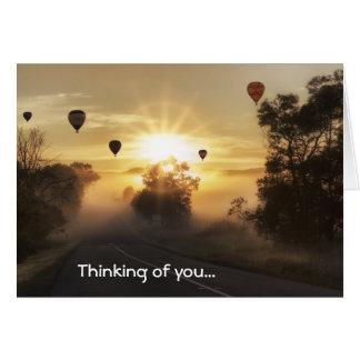 Heißluft-Ballone, die an Sie Gruß-Karte denken Karte
