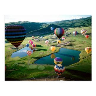 Heißluft-Ballone über Seen Postkarte