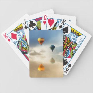 Heißluft steigt Wasser-Reflexion im Ballon auf Poker Karten