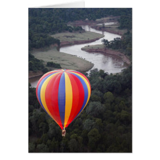 Heißluftim Ballon aufsteigen über dem Mara-Fluss Karte